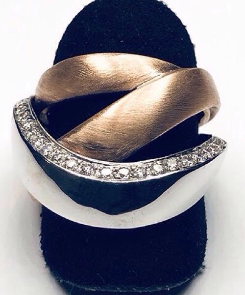 Anello in oro bianco e giallo 18 kt con diamanti